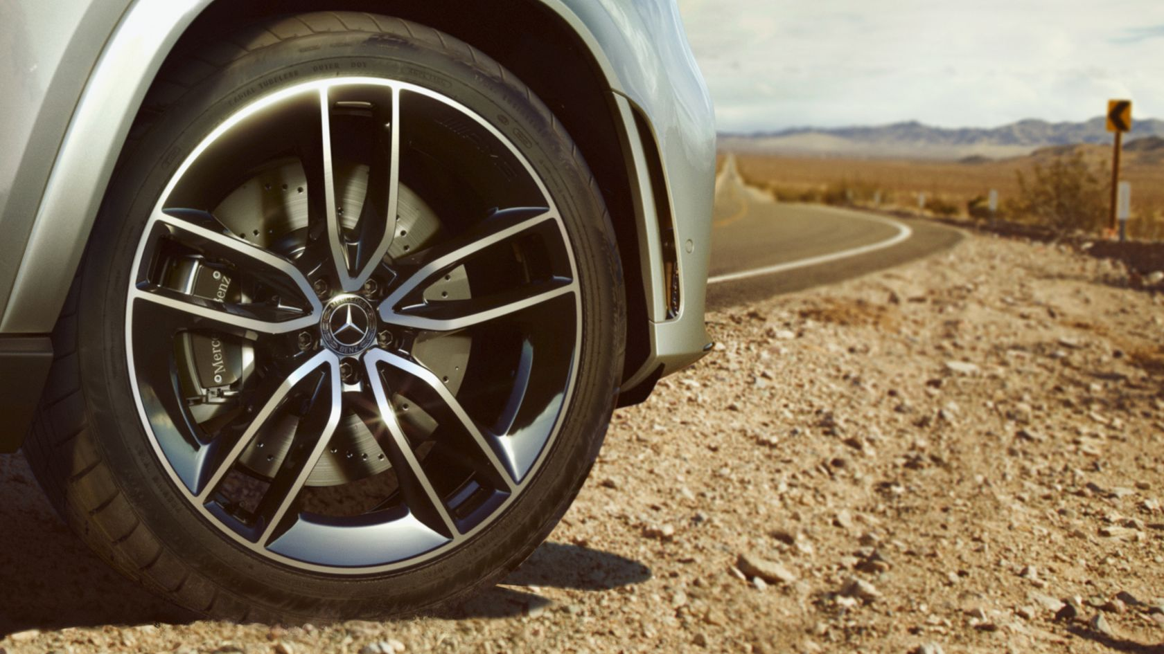 Размер колес до 55.9 см (22 дюймов)