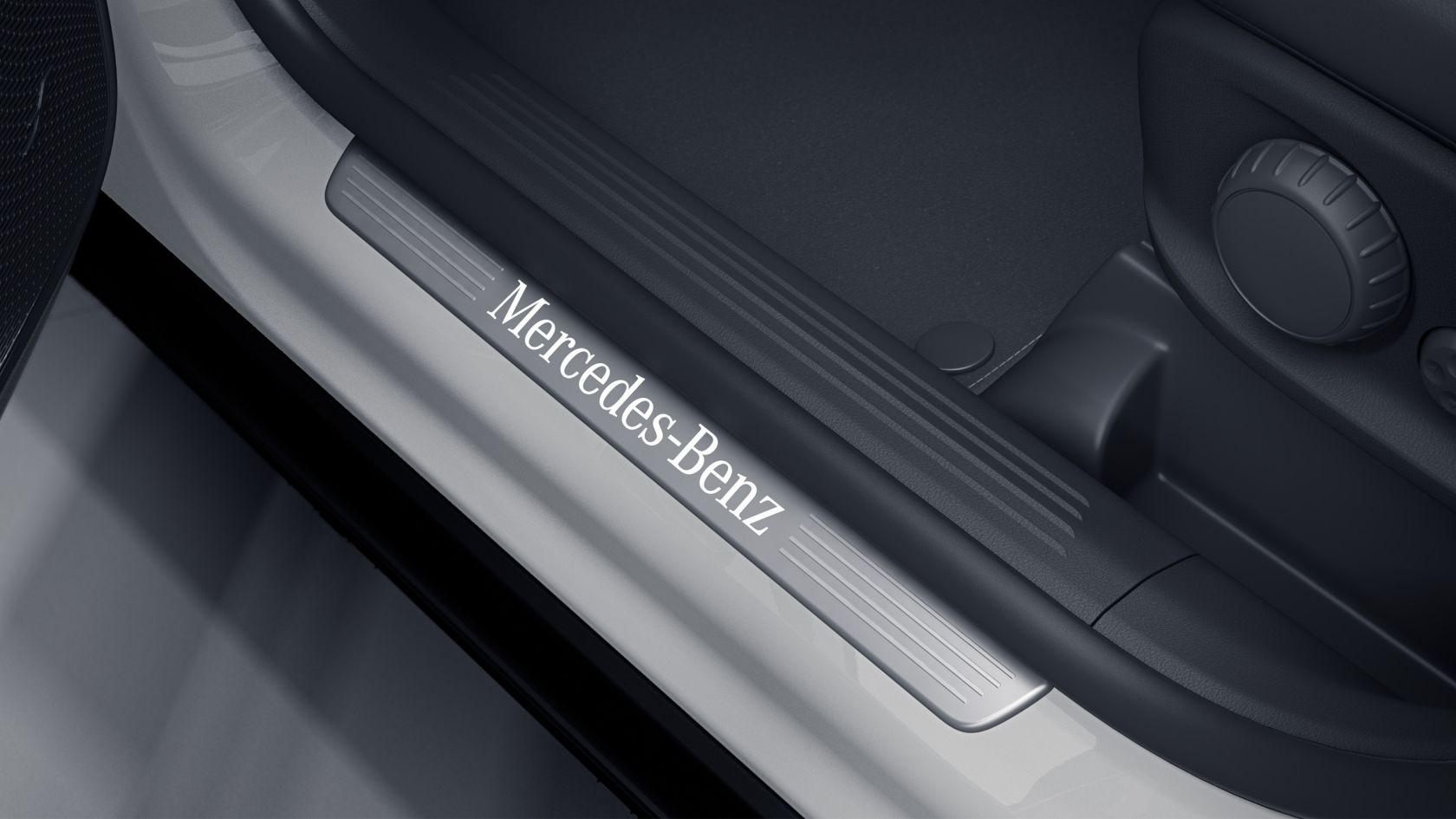 Накладки порогів з підсвіткою написи Mercedes-Benz