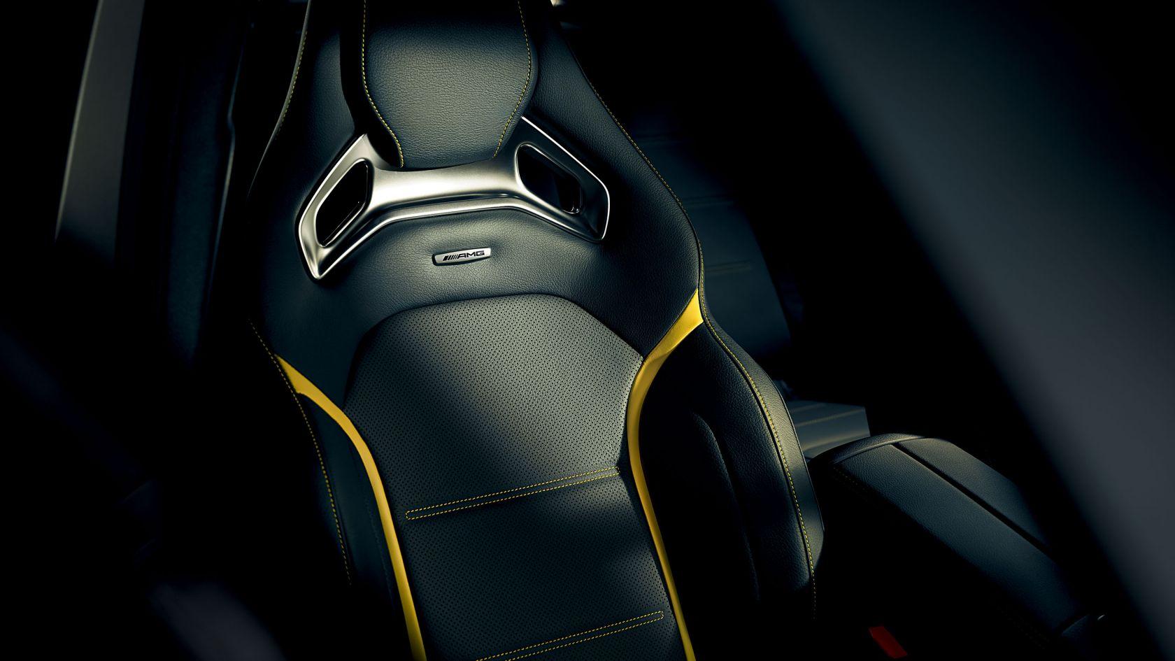 Кожний пакет AMG з оббивкою кольору «Сірий перловий титан/чорний»