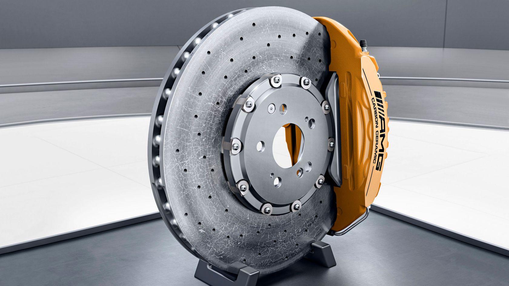Керамическая композитная тормозная система AMG