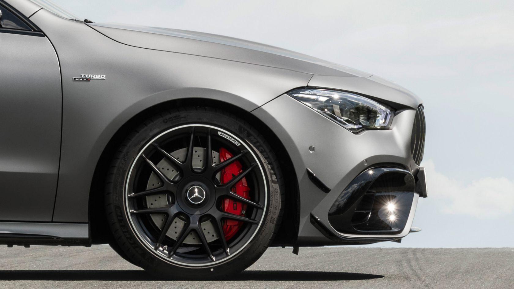 Колеса и крылья AMG