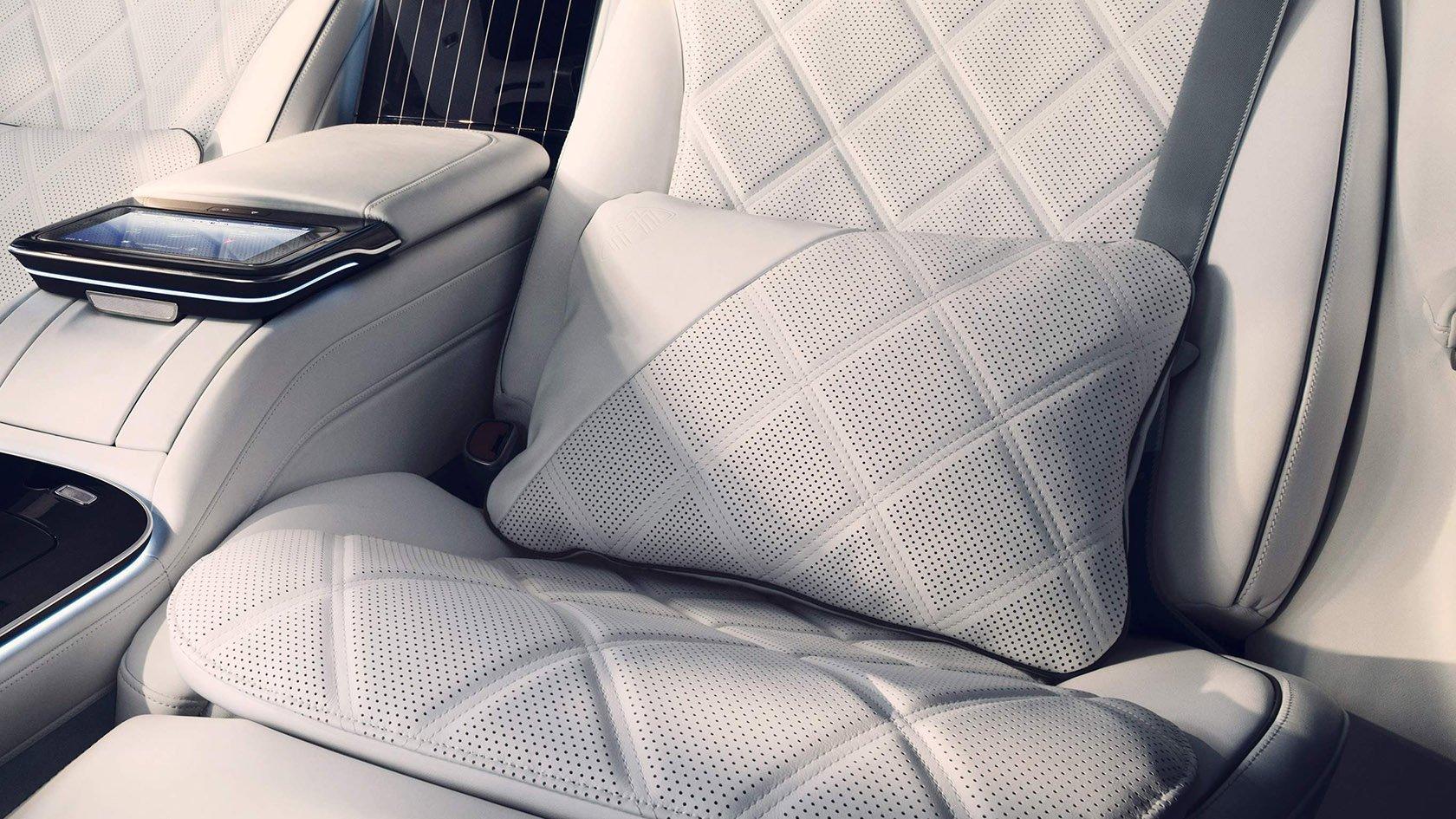 М'які подушки з логотипом Maybach